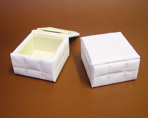 Box simil pelle L55xW55xH30mm white